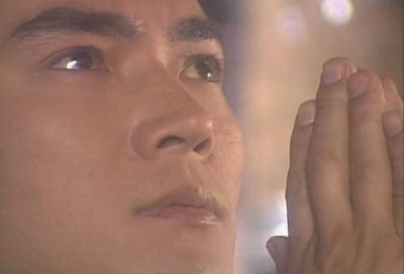 男生眼角带泪的qq头像